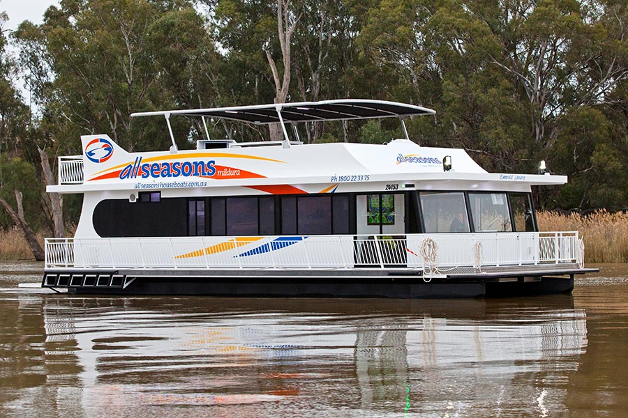 Book direct & save. Emerald Luxury Houseboat 2-10 berth | All Seasons Houseboats