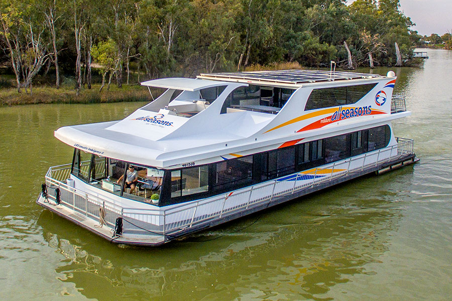 Official website | Pure Pleasure Houseboat 10-12 berth | All Seasons Houseboats