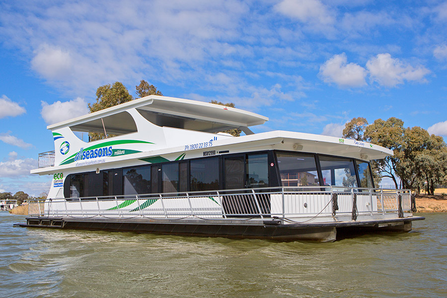Official website. Ruby Luxury Houseboat 6-12 berth | All Seasons Houseboats